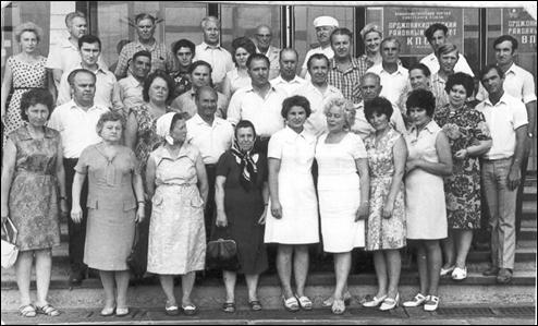 Фото 1975 года.Во втором ряду третий слева – Е. М. Андреев.  В верхнем ряду третий справа – Я. А. Езрец.